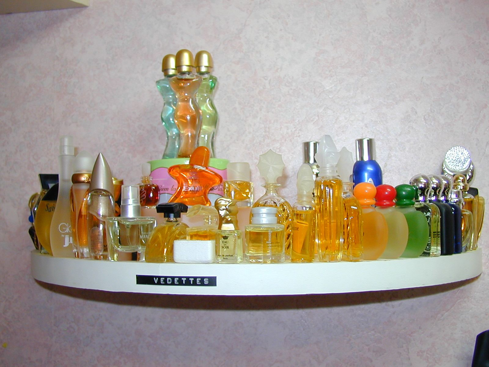 miniatures de parfums page 11. Black Bedroom Furniture Sets. Home Design Ideas